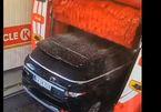 """Chiếc Range Rover """"xấu số"""" gặp sự cố khi rửa xe, nguyên nhân gây tranh cãi"""