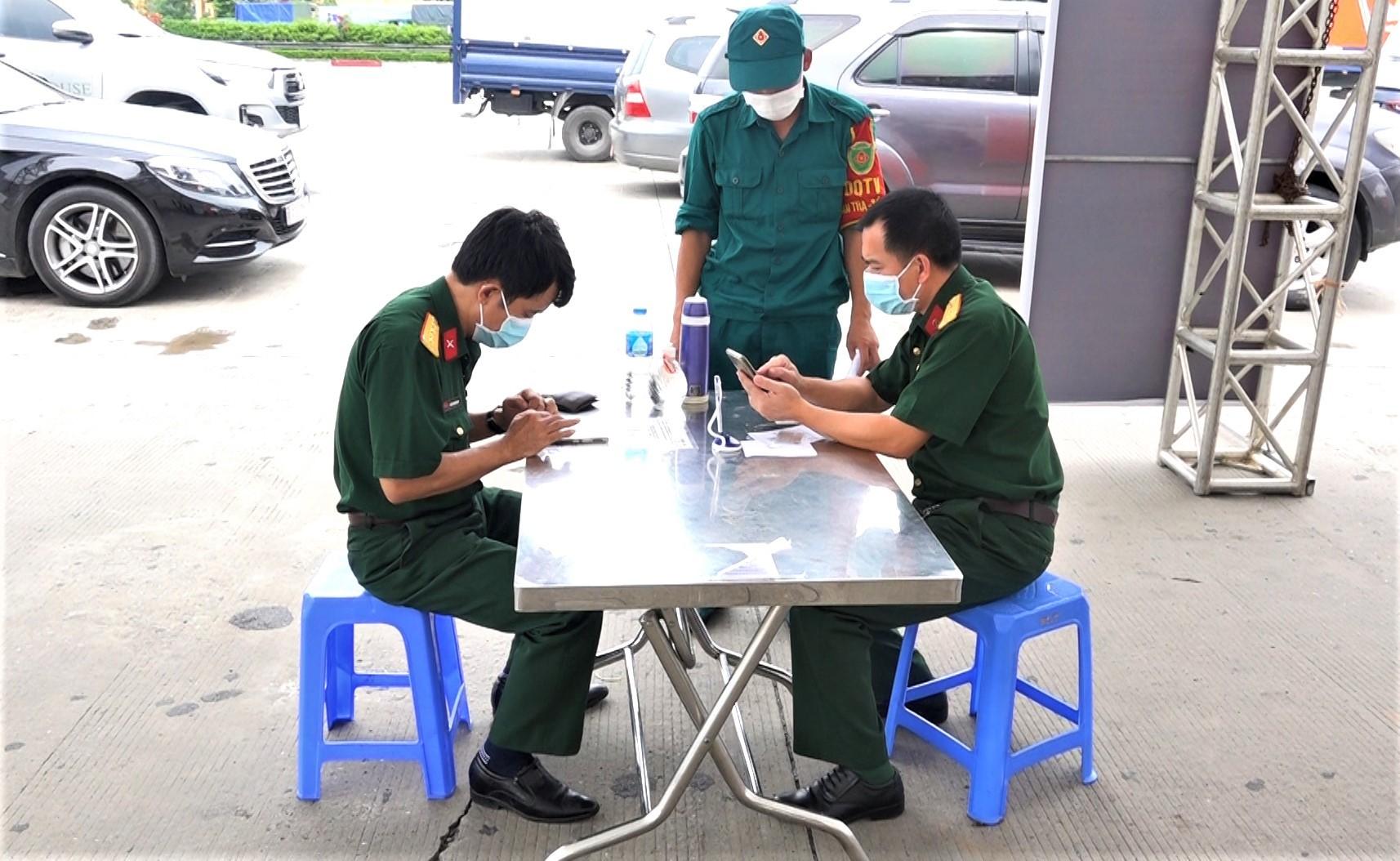 Tài xế khai báo y tế điện tử, quét QR code ở 23 chốt để vào Hà Nội