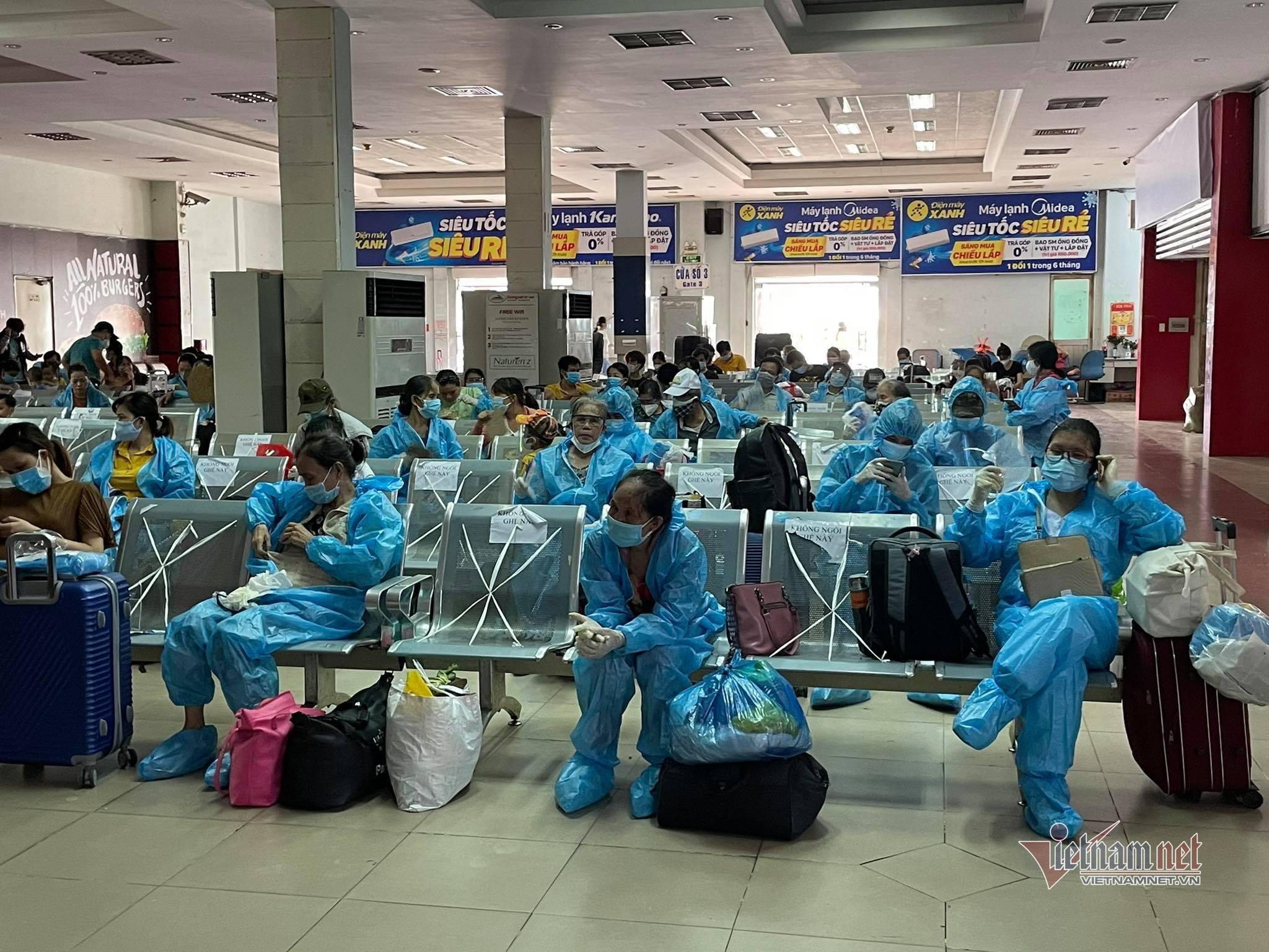 Chính quyền hỗ trợ nghìn người dân rời TP.HCM về Phú Yên, Bình Thuận, Quảng Trị