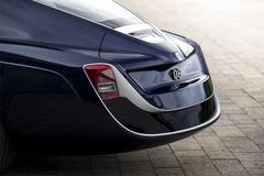 Khám phá nghệ thuật tạo hình khung vỏ Coach-build hơn 100 năm của Rolls-Royce
