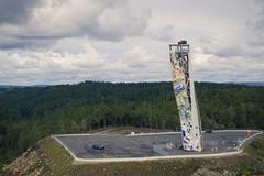 """Ford """"chơi lớn"""" với thử thách chinh phục tháp đứng cao """"chót vót"""""""