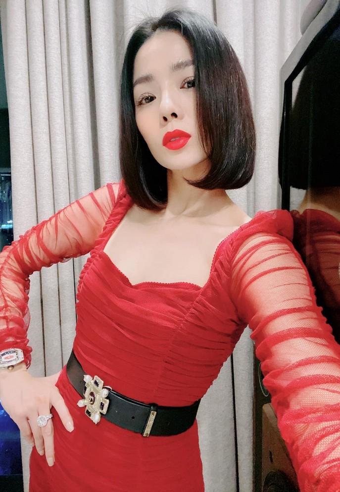 Ngỡ ngàng với nhan sắc tuổi 32 của diễn viên Quỳnh Nga