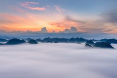 Cloud hunting on the peak of Na Lay