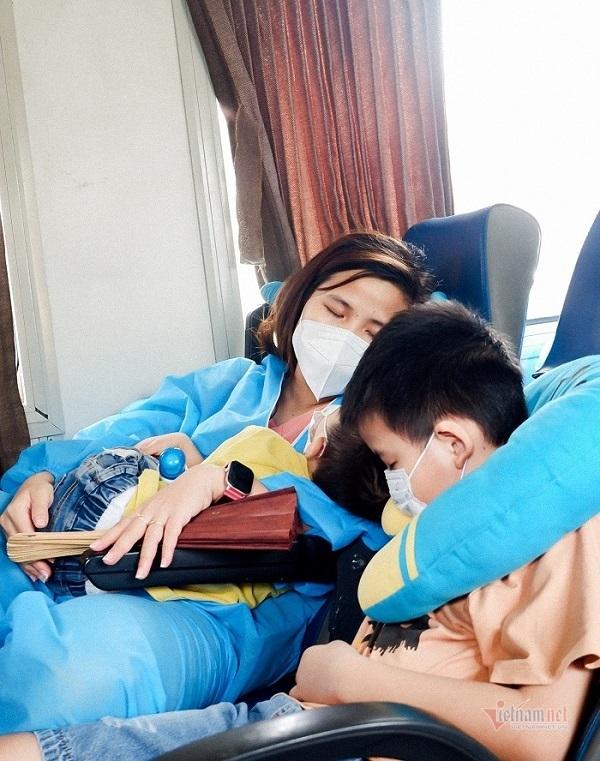 Chế độ đặc biệt trên chuyến tàu đưa 516 người từ TP.HCM về quê Quảng Trị