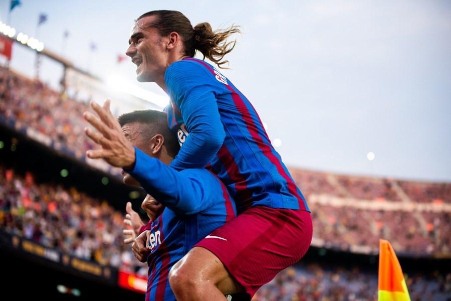 Pique khơi mào, Barca thắng to trận đầu tiên thời hậu Messi