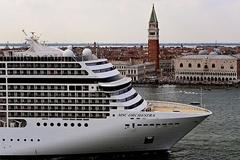 Italy cấm tàu du lịch lớn cập cảng Venice vì sợ vào 'danh sách đen'