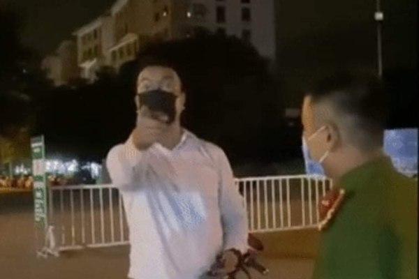 Đề xuất phạt 3 triệu với người đàn ông không đeo khẩu trang, tự xưng 'tiến sĩ VTV'