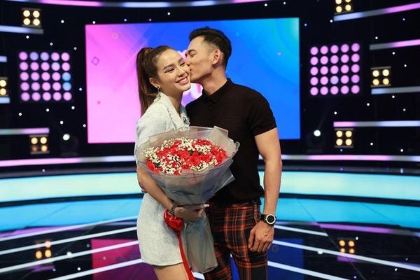 Phương Trinh Jolie đính hôn với Lý Bình