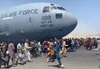Người dân Afghanistan đu bám máy bay Mỹ cất cánh rời Kabul