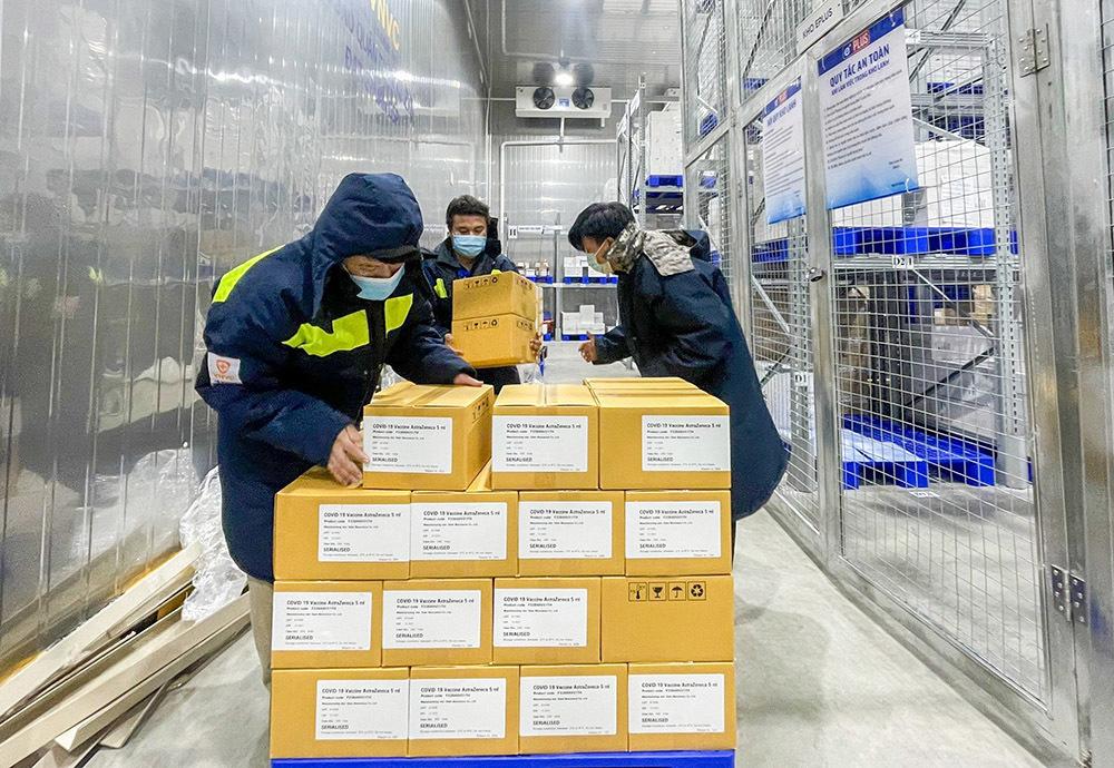 Thêm 1,1 triệu liều vắc xin AstraZeneca giao cho Viện Pasteur TP.HCM