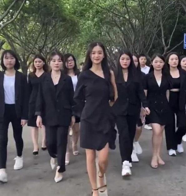 Chiêu trò giả nghèo, vượt khó vươn lên của hot girl Trung Quốc