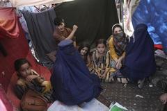 Phụ nữ Afghanistan chìm trong sợ hãi