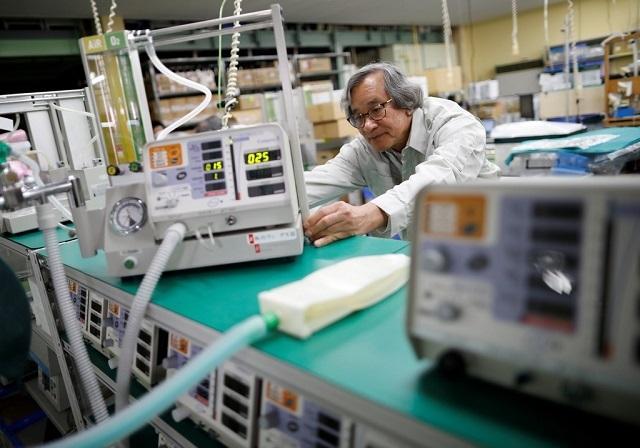 Nhà phát minh Trần Ngọc Phúc sáng chế khẩu trang có bộ lọc diệt virus