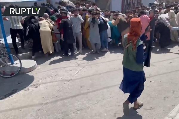 Nghìn người dồn về sân bay Kabul, Taliban nổ súng bắn chỉ thiên