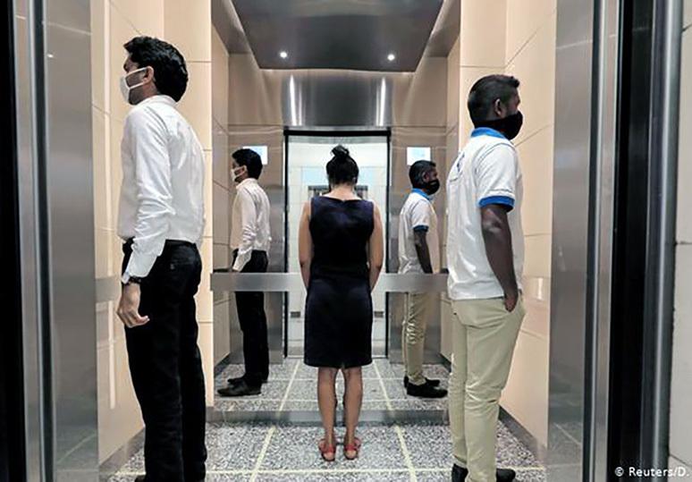 Những mẹo đi thang máy an toàn mùa dịch