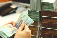 Người dân gửi tiết kiệm dài hạn để hưởng lãi suất cao