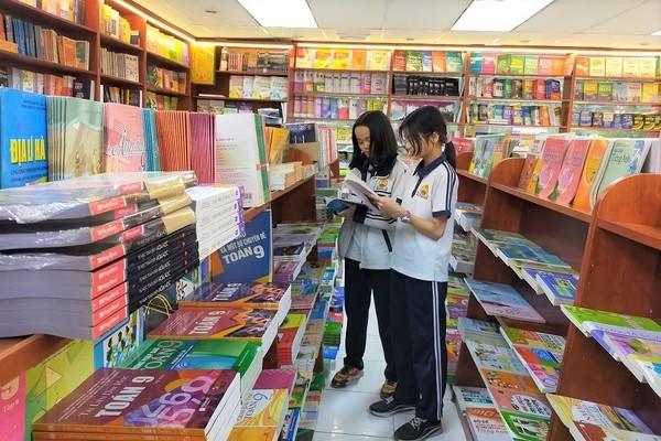 Thẩm định hơn 150 bản mẫu sách giáo khoa mới