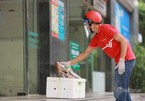 Postal companies change delivery method of essential goods, green zones expanded on Hanoi