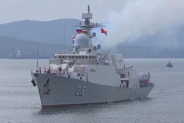Video chiến hạm Việt Nam cập cảng Nga, chuẩn bị tranh tài Army Games