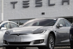 Xe Tesla bị điều tra vì hay tự đâm vào những thứ nhấp nháy