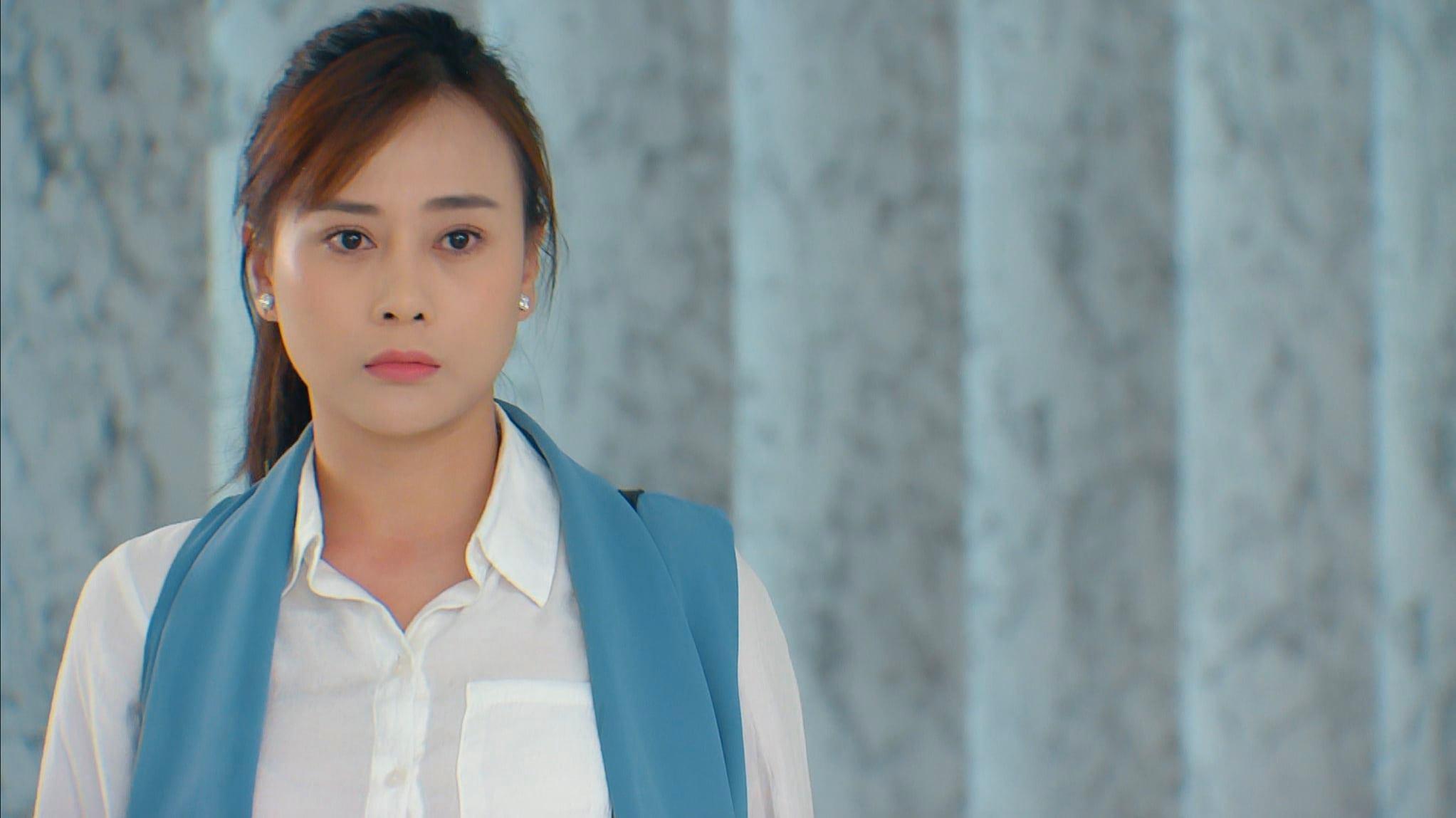 Loạt trang phục khó hiểu của Phương Oanh trong 'Hương vị tình thân'