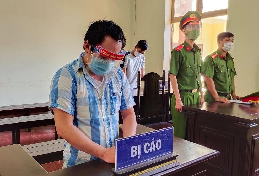 Đấm công an tại chốt kiểm dịch, nam thanh niên bị phạt 30 tháng tù