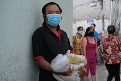 Nhiều người Sài Gòn ăn ngày 1-2 bữa mong vượt qua đại dịch