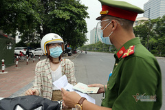 Từ quê về Hà Nội đăng ký nhập học đại học, cần giấy tờ gì để qua chốt?