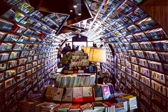 'Thư viện ảo ảnh' với những hàng sách dài bất tận ở Trung Quốc