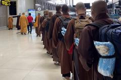 Đoàn sư tăng đầu tiên tình nguyện vào Long An hỗ trợ chống dịch Covid-19