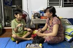 Sài Gòn mùa dịch: Cha thất nghiệp, con khóc nghẹn vì không có tiền chạy thận