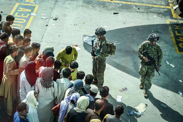Hơn 15.000 người Mỹ vẫn còn bị kẹt lại Afghanistan