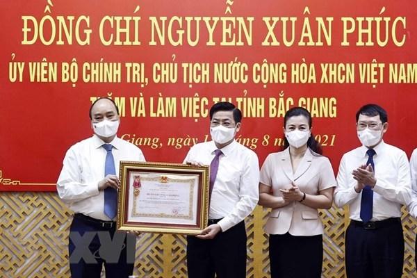 Bắc Giang được trao Huân chương Lao động vì thành tích chống dịch