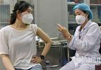 Vì sao người đi tiêm vắc xin Covid-19 gặp chứng 'tăng huyết áp áo choàng trắng'?