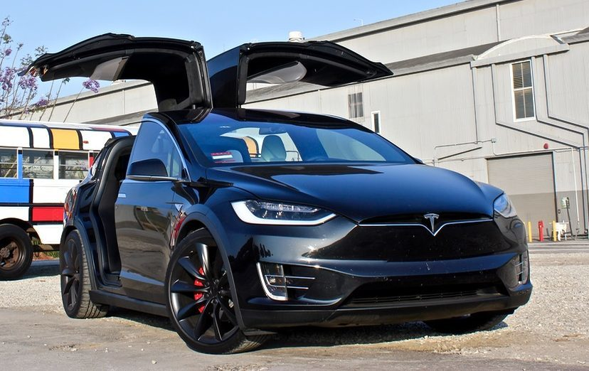 Lái xe Tesla quên đóng 'cửa cánh chim' gánh hậu quả nặng nề