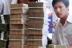 Đồng loạt đòi giảm lãi suất, ngân hàng lo lợi nhuận suy giảm