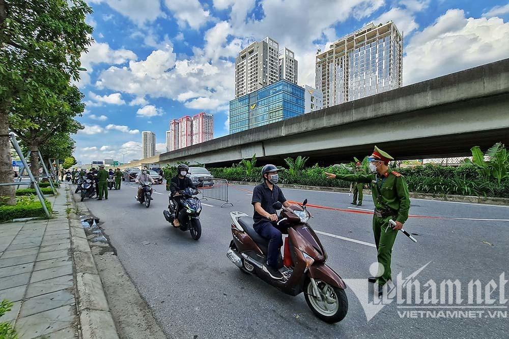 Thanh niên ra đường '4 không' bị Tổ công tác đặc biệt Hà Nội xử lý