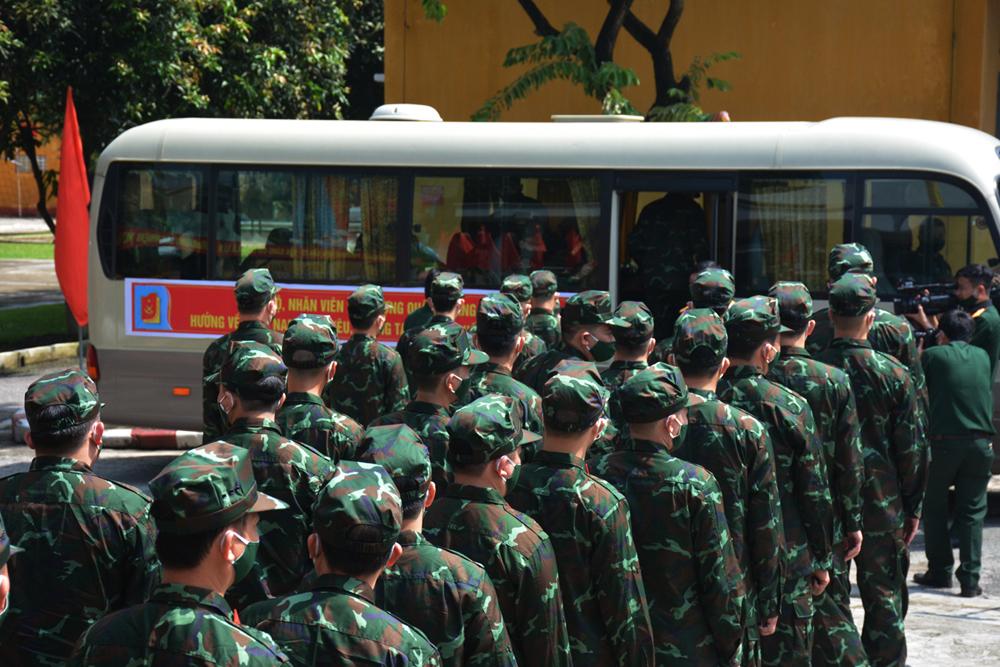 Hàng trăm bác sĩ Quân y vào TP.HCM giúp F0 điều trị tại nhà