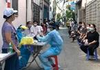 Đi từng con ngõ lấy mẫu xét nghiệm diện rộng cho người dân ở Đà Nẵng