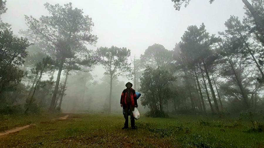 Người đàn ông 62 tuổi lên núi Bà ẩn cư suốt 4 tuần