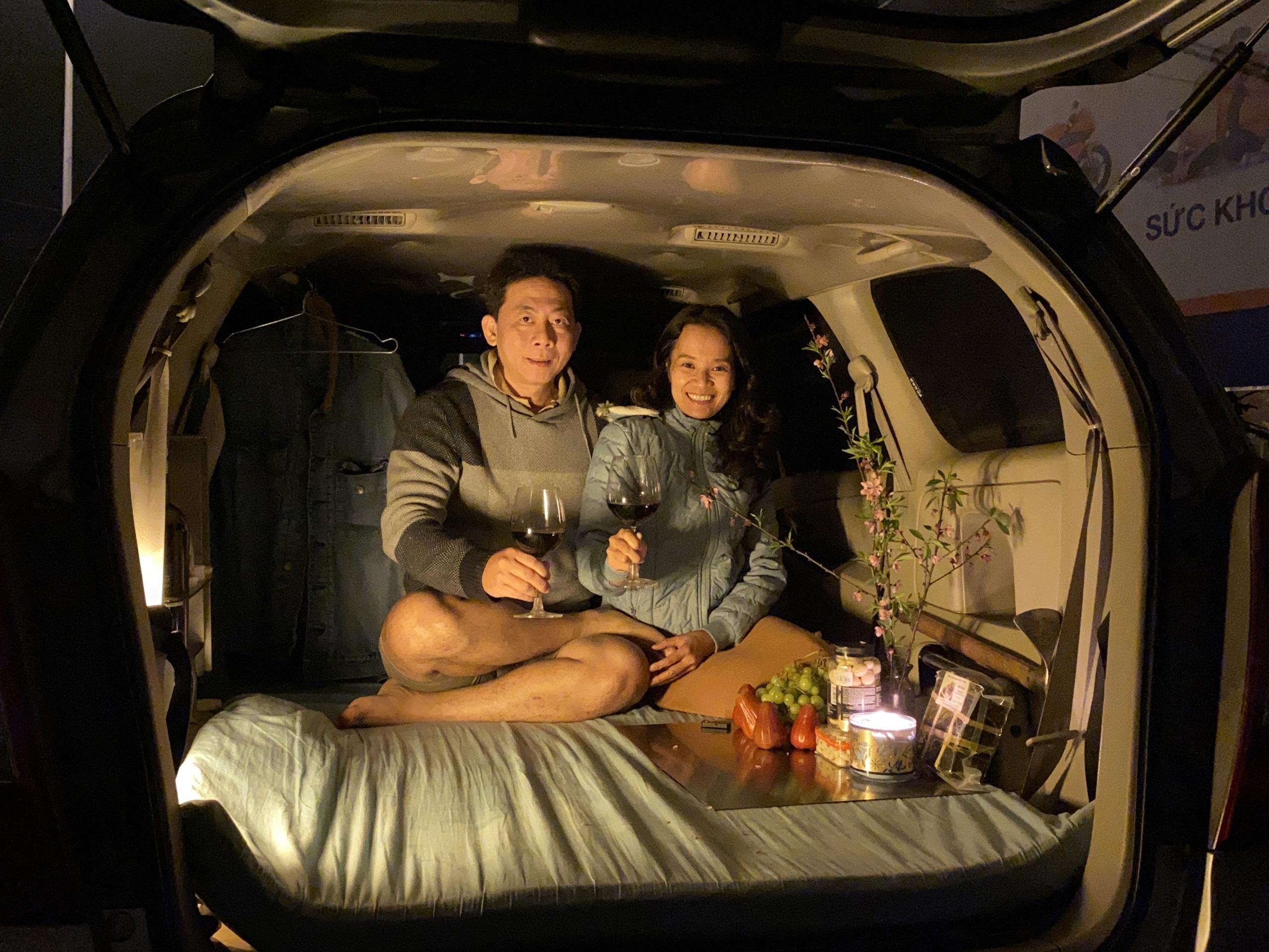 Biến ô tô 8 chỗ thành nhà di động với 20 triệu, đưa vợ du lịch khắp Việt Nam
