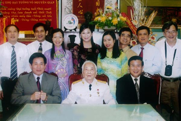 Vị Bộ trưởng đặt những viên gạch đầu tiên cho nền hành chính vì dân