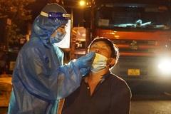 Xuyên đêm gác chốt cửa ngõ, lấy mẫu xét nghiệm tài xế đi vào Đà Nẵng