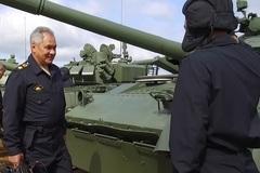 Bộ trưởng Quốc phòng Nga lái xe tăng ở thao trường Tank Biathlon