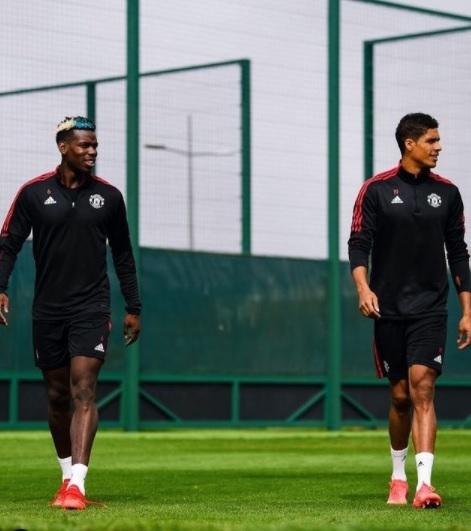 Raphael Varane ngồi dự bị trận MU làm khách Southampton
