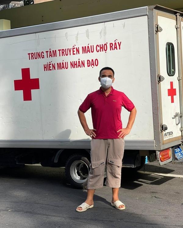 Quyền Linh tặng 20 tấn gạo và 200 triệu cho nghệ sĩ khó khăn