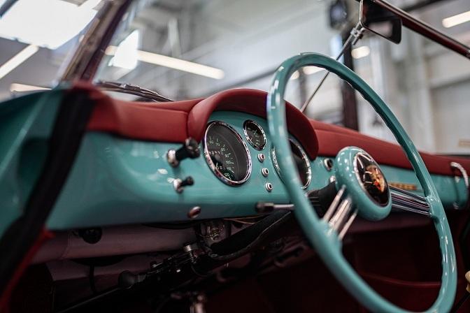 Xế cổ Porsche 356 Speedster 66 năm tuổi được phục chế tuyệt đẹp