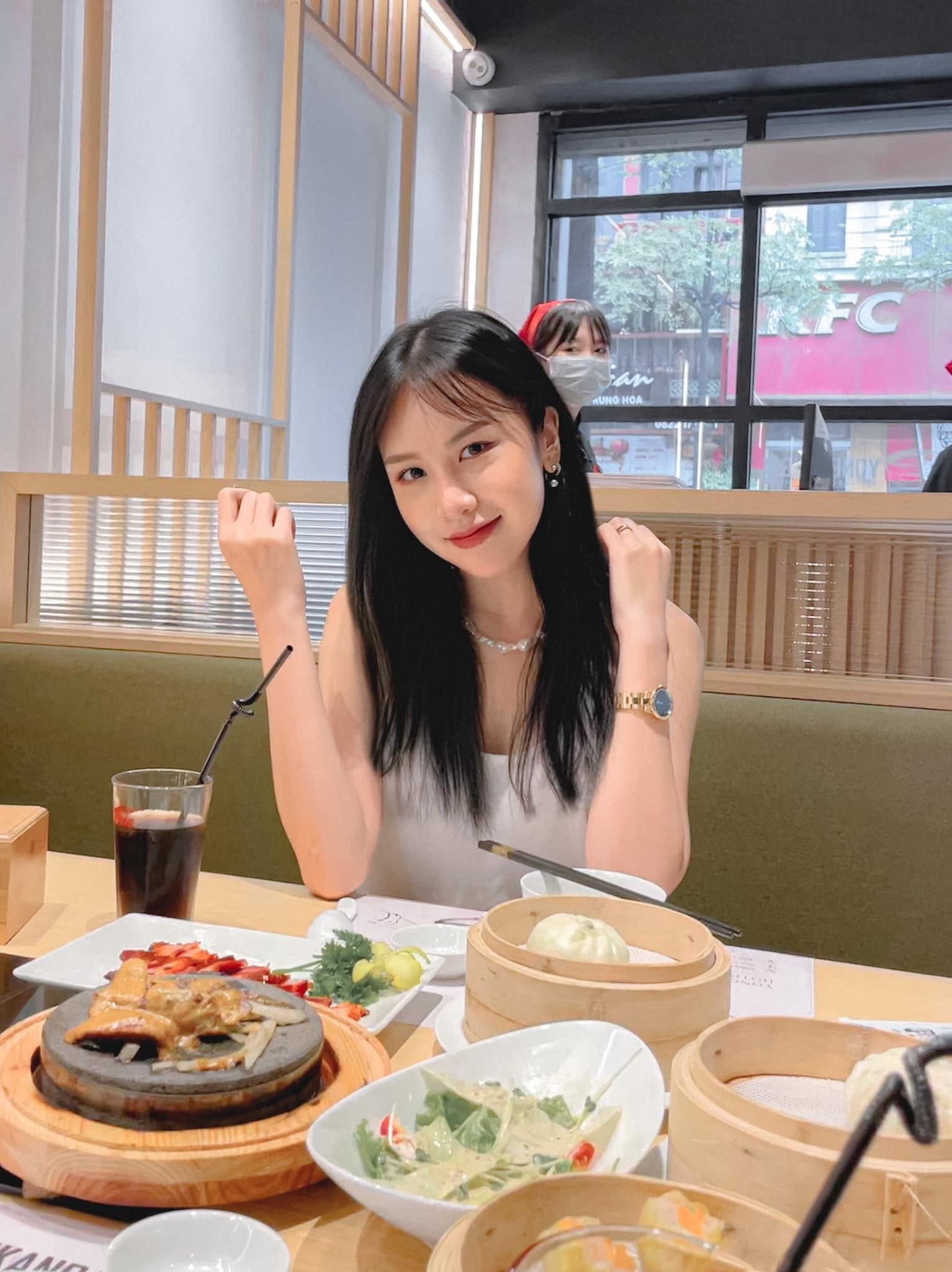 Con gái 25 tuổi xinh đẹp của NSND Trần Nhượng