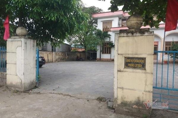 Đánh bạc với doanh nghiệp, một trưởng phòng ở Quảng Trị bị cách chức