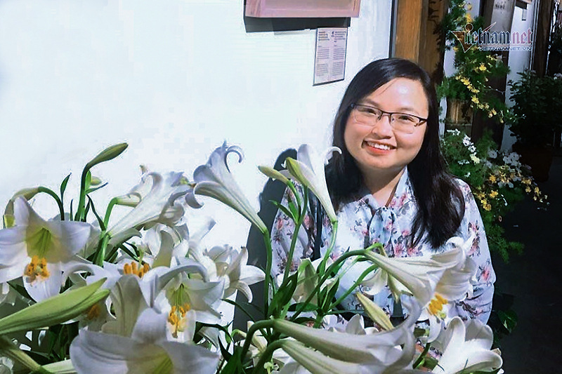 Female lecturer pursues another master's degree to continue research on cancer drugs